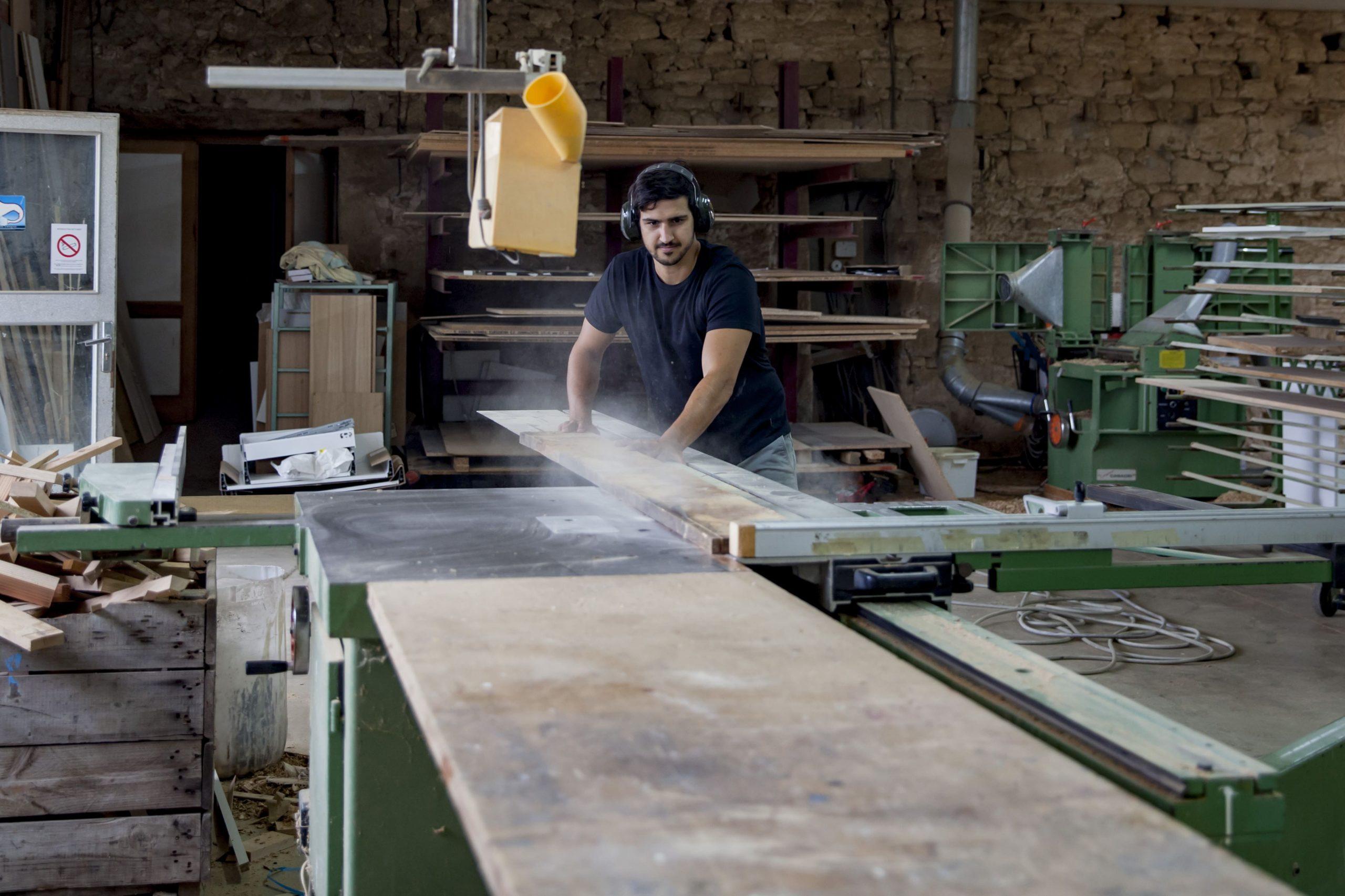 Atelier Auneau - Sciage à l'atelier